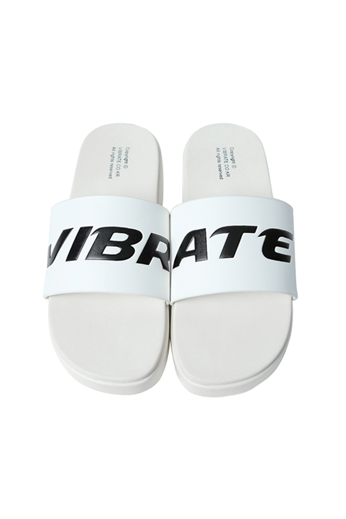 SIGNATURE SLIPPER (WHITE)