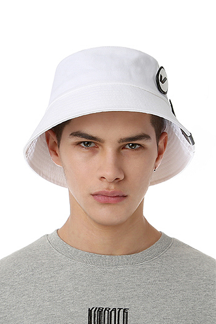 CIRCLE BUCKET HAT (WHITE)