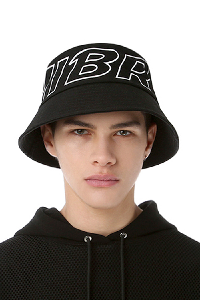 STROKE LOGO POINT BUCKET HAT (BLACK)
