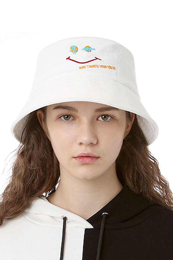 CORDUROY SMILE BUCKET HAT (WHITE)