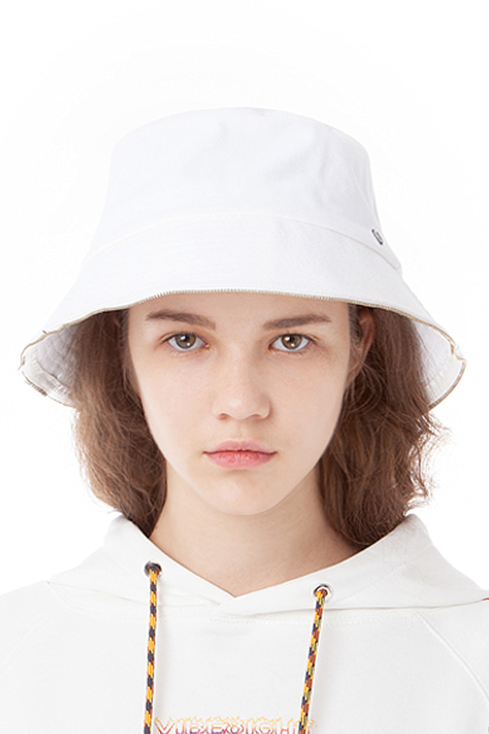 ZIPPER DETAIL BUCKET (WHITE)